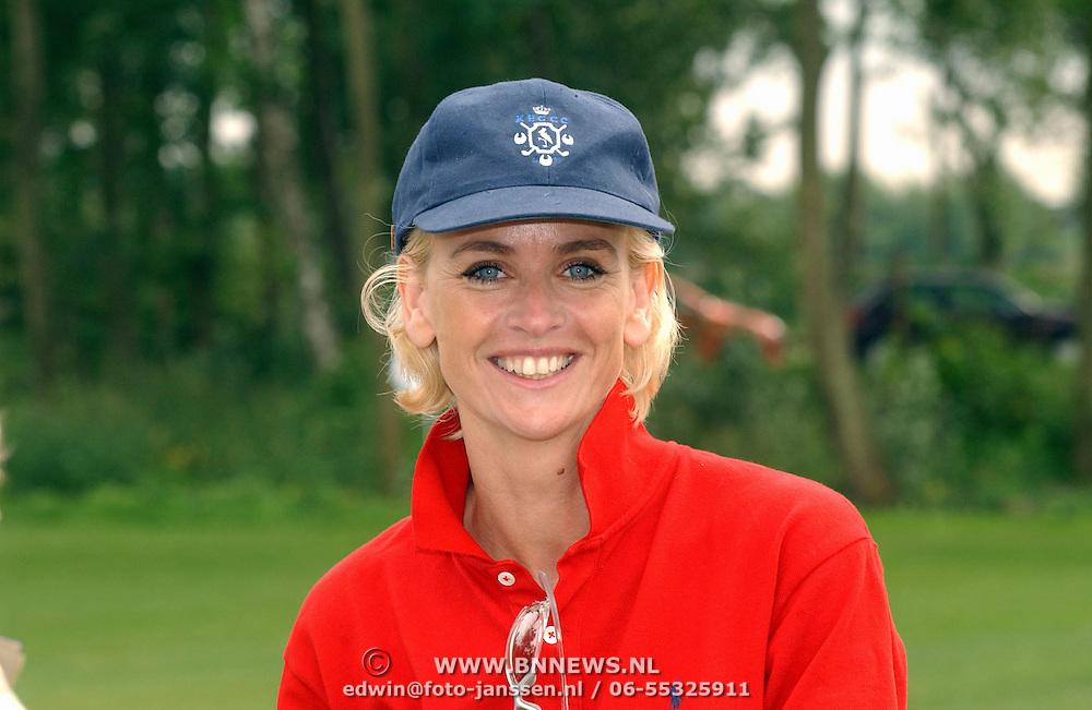 Opening golfbaan Naarderbos Naarden, Daphne Deckers