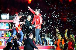 A banda Nenhum de Nós na Festa Gigante - Reinauguração do Beira-Rio, neste sábado 05 de abril de 2014. O estádio Beira Rio receberá os jogos da Copa do Mundo de Futebol 2014. FOTO: Vinícius Costa/ Agência Preview