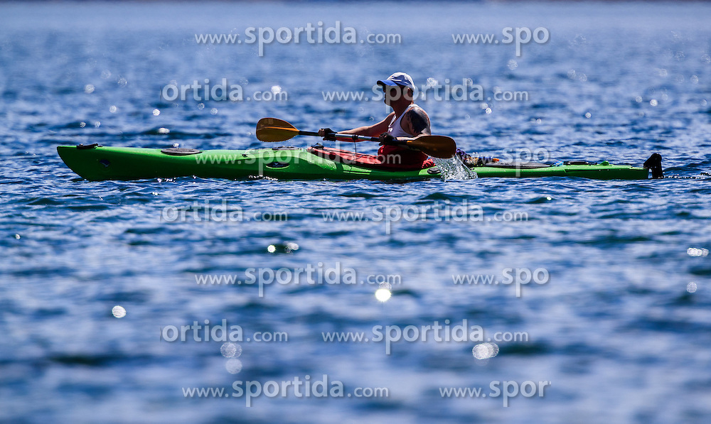 THEMENBILD - ein Mann in einem Kanu padelt am See, aufgenommen am 30. April 2016, am Zeller See, Zell am See, Oesterreich // ein Mann in einem Kanu paddelt am See at the Lake Zell, Zell am See, Austria on 2016/04/30. EXPA Pictures © 2016, PhotoCredit: EXPA/ JFK
