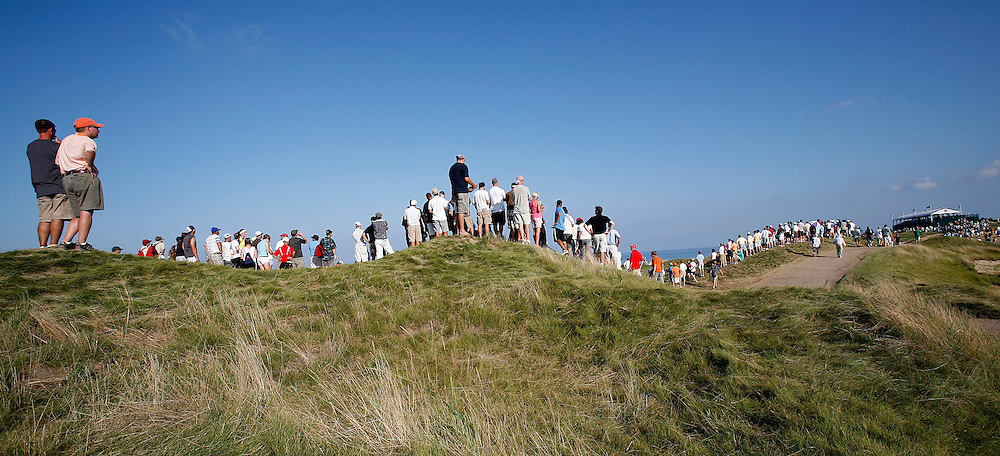 pga15, spt, lynn, 28.-The gallery swelled around the 17th green during the third round at  Whistling Straits in Haven, WI Saturday August 14, 2010.  Photo by Tom Lynn/TLYNN@JOURNALSENTINEL.COM
