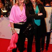 NLD/Den Haag/20110406 - Premiere Alle Tijden, Marion Bolland - Mulder met vriendin Hanneke uijt de Willigen