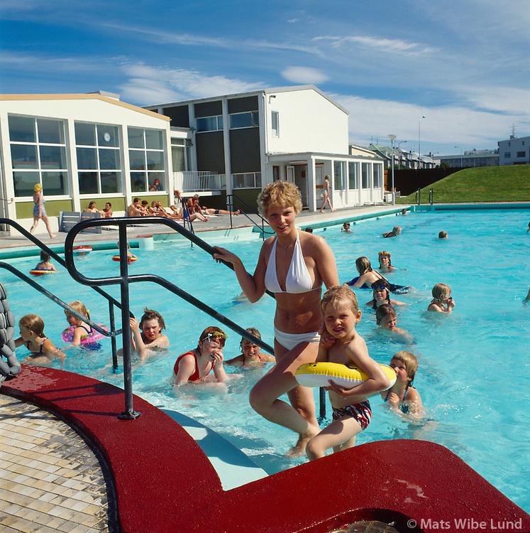 Sundlaug Vesturbæjar / The swimmingpool in Reykjavik west.