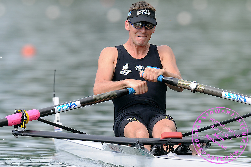 DUNCAN GRANT (NEW ZEALAND) COMPETES AT MEN'S LIGHTWEIGHT SINGLE SCULLS DURING FISA ROWING WORLD CUP ON RED LAKE IN LUCERNE, SWITZERLAND...LUCERNE , SWITZERLAND , JULY 10, 2009..( PHOTO BY ADAM NURKIEWICZ / MEDIASPORT )..PICTURE ALSO AVAIBLE IN RAW OR TIFF FORMAT ON SPECIAL REQUEST.