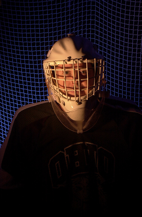 15458Hockey Player with net Env. Portrait