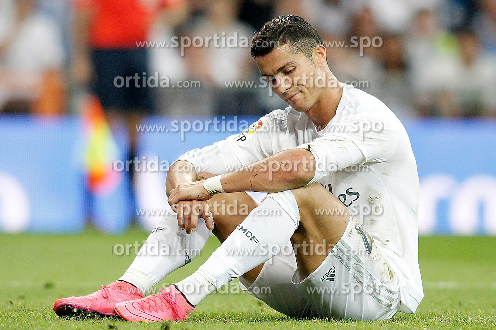 26.09.2015, Estadio Santiago Bernabeu, Madrid, ESP, Primera Division, Real Madrid vs Malaga CF, 6. Runde, im Bild Real Madrid's Cristiano Ronaldo dejected // during the Spanish Primera Division 6th round match between Real Madrid and Malaga CF at the Estadio Santiago Bernabeu in Madrid, Spain on 2015/09/26. EXPA Pictures &copy; 2015, PhotoCredit: EXPA/ Alterphotos/ Acero<br /> <br /> *****ATTENTION - OUT of ESP, SUI*****