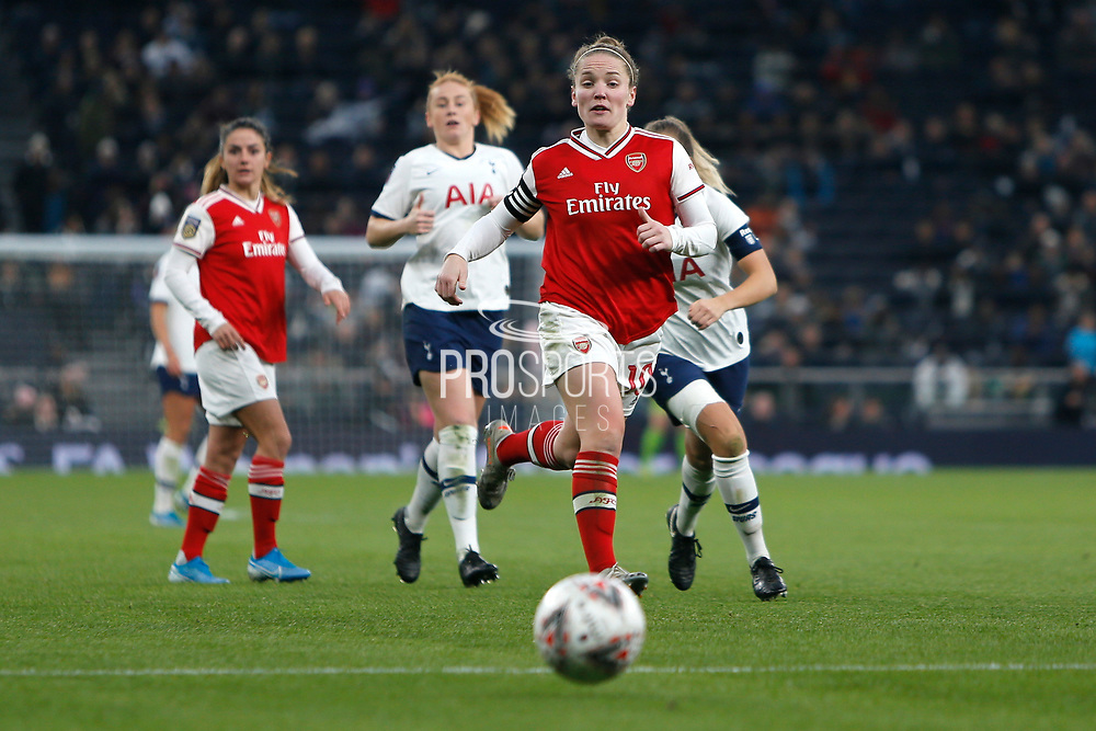 Kim Little chases the ball during the FA Women's Super League match between Tottenham Hotspur Women and Arsenal Women FC at Tottenham Hotspur Stadium, London, United Kingdom on 17 November 2019.