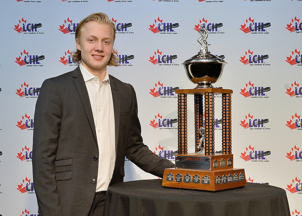 2015-16 CCM Rookie of the Year Award recipient Alexander Nylander at the ENMAX Centrium in Red Deer, Alberta on Saturday May 28, 2016. Photo by Terry Wilson / CHL Images.