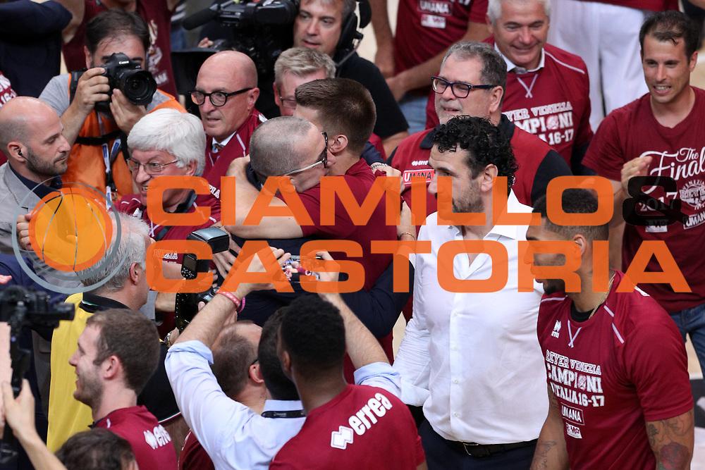 Esultanza De Raffaele Walter e Viggiano Jeff, Dolomiti Energia Trentino vs Umana Reyer Venezia LBA Serie A Playoff Finale gara 6 stagione 2016/2017 Pala Trento, Trento 20 giugno 2017