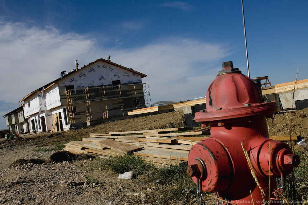 PINEDALE, WY - New construction in Pinedale, Wy.,   (pop. 1400) on August 9, 2005, where the county assessor states average 2004 home sales were $200,000 and 2004 north Sublette county sales averaged $275,000. Sublette County has 6400 permanent residents. Farms and ranches are being broken up and sold typically as two, five, 10, and 20 acre lots on septic systems and well water. One of the local sayings is that the escalating real estate prices are a result of the billionaires moving into nearby Jackson, WY, who are pushing out the millionaires who then move to Pinedale. According to realtor Travis Bing, anything one 'would want to buy' starts at about $200,000 with many homes selling for $450,000 and up. Realtor Cyd Goodrich believes there is a shortage of low to middle income homes. Pinedale currently has the lowest unemployment rate in the state and is experiencing another boom cycle both in real estate and in energy as natural gas production in two nearby gas fields ramps up for year-round production..