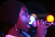 Belo Horizonte_MG, Brasil...Garota, do projeto Alem do Som realizado no Recanto do Menor, cantando em uma apresentacao...A girl, of Alem do Som project realized in Recanto do Menor, singing in a presentation...Foto: LEO DRUMOND / NITRO