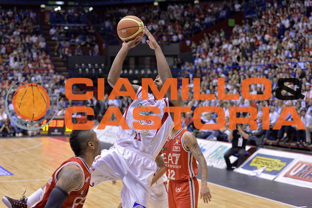 DESCRIZIONE : Campionato 2013/14 Quarti di Finale GARA 5 Olimpia EA7 Emporio Armani Milano - Giorgio Tesi Group Pistoia <br /> GIOCATORE : Wanamaker Brad<br /> CATEGORIA : Tiro<br /> SQUADRA : Giorgio Tesi Group Pistoia <br /> EVENTO : LegaBasket Serie A Beko Playoff 2013/2014 <br /> GARA : Olimpia EA7 Emporio Armani Milano - Giorgio Tesi Group Pistoia <br /> DATA : 27/05/2014 <br /> SPORT : Pallacanestro <br /> AUTORE : Agenzia Ciamillo-Castoria / I.Mancini <br /> Galleria : LegaBasket Serie A Beko Playoff 2013/2014 <br /> Fotonotizia : Campionato 2013/14 Quarti di Finale GARA 5 Olimpia EA7 Emporio Armani Milano - Giorgio Tesi Group Pistoia Predefinita :