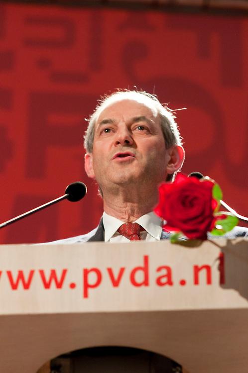 Nederland, Nijmegen, 20100425...PvdA congres in Nijmegen in de Vereeniging...Job Cohen is de nieuwe partijleider van de PvdA...Op het podium....Netherlands, Nijmegen, 20100425.   Labour Party conference in Nijmegen.  Job Cohen is the new leader of the Labour Party.  On stage.     ..Gerlo Beernink/Hollandse Hoogte
