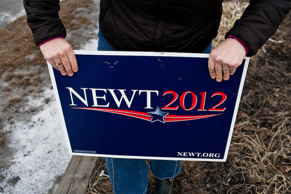 Lori Saladino installs a sign for Republican presidential candidate Newt Gingrich along the side of the road on Tuesday, January 10, 2012 in Canaan, NH. Brendan Hoffman for the New York Times