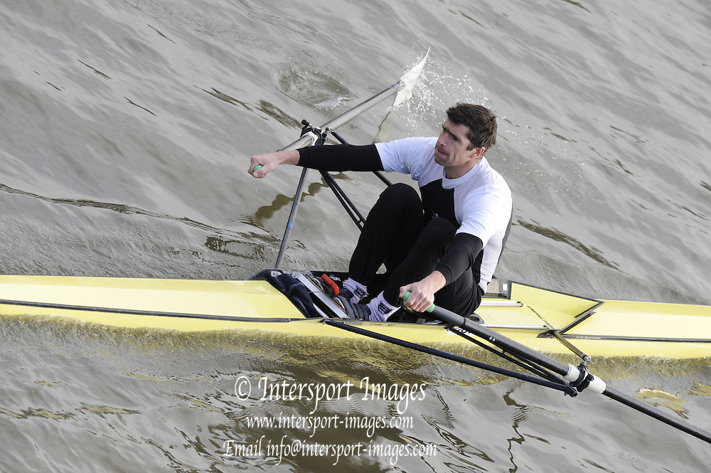 London, Great Britain, 2008 Scullers Head of the River Race,  Greg SEARLE, racing over the Championship Course, Mortlake to Putney, on the River Thames.   Saturday, 06/12/2008. [Mandatory Credit: ? Peter Spurrier/Intersport Images]. Rowing Course: River Thames, Championship course, Putney to Mortlake 4.25 Miles,