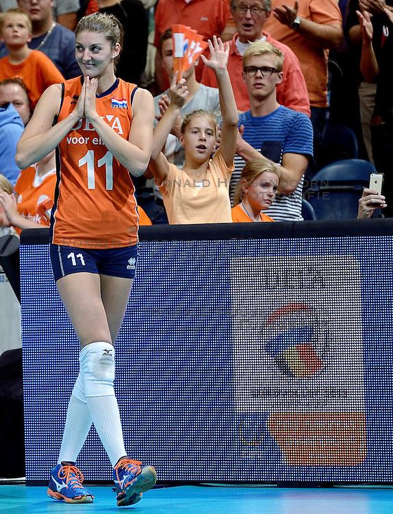 04-10-2015 NED: Volleyball European Championship Final Nederland - Rusland, Rotterdam<br /> Nederland verliest kansloos met 3-0 van het sterke Rusland / Anne Buijs #11