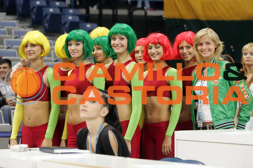 DESCRIZIONE : Belgrado Belgrade Eurobasket Men 2005 Lituania-Russia<br /> GIOCATORE : Cheerleaders<br /> SQUADRA : Red Foxes<br /> EVENTO : Eurobasket Men 2005 Campionati Europei Uomini 2005<br /> GARA : Lituania Russia Lithuania Russia<br /> DATA : 23/09/2005<br /> CATEGORIA :<br /> SPORT : Pallacanestro<br /> AUTORE : Ciamillo&amp;Castoria/Fiba Europe Pool