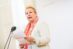 03.04.2019, Bundeskanzleramt, Wien, AUT, Bundesregierung, Sitzung des Ministerrats, im Bild Ministerin für Arbeit, Soziales und Konsumentenschutz Beate Hartinger-Klein (FPÖ) // Austrian Minister for Labour, Social Affairs, Health and Consumer Protection Beate Hartinger-Klein before cabinet meeting at federal chancellors office in Vienna, Austria on 2019/04/03 EXPA Pictures © 2019, PhotoCredit: EXPA/ Michael Gruber