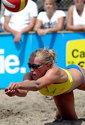 18-06-2006 VOLLEYBAL: CITY BEACH TOUR: GOUDA<br /> De finales van de City Beach! Tour stond dit weekend op de markt van Gouda / Marloes Wesselink<br /> &copy;2006-WWW.FOTOHOOGENDOORN.NL