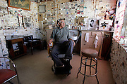 "US-SELIGMAN: Hairdresser Angel Delgadillo, co-founder of the ""Historic Route 66"" . PHOTO GERRIT DE HEUS"