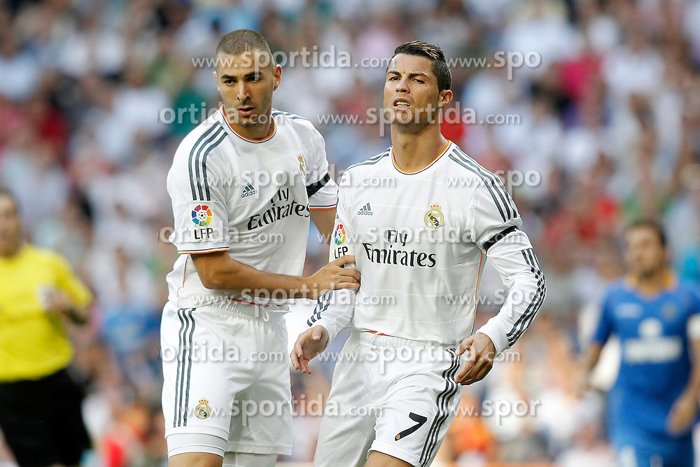 22.09.2013, Estadio Santiago Bernabeu, Madrid, ESP, Primera Division, Real Madrid vs FC Getafe, 5. Runde, im Bild Real Madrid's Karim Benzema (l) and Cristiano Ronaldo // during the Spanish Primera Division 5th round match between Real Madrid CF and Getafe FC at the Estadio Santiago Bernabeu, Madrid, Spain on 2013/09/22. EXPA Pictures &copy; 2013, PhotoCredit: EXPA/ Alterphotos/ Acero<br /> <br /> ***** ATTENTION - OUT OF ESP and SUI *****