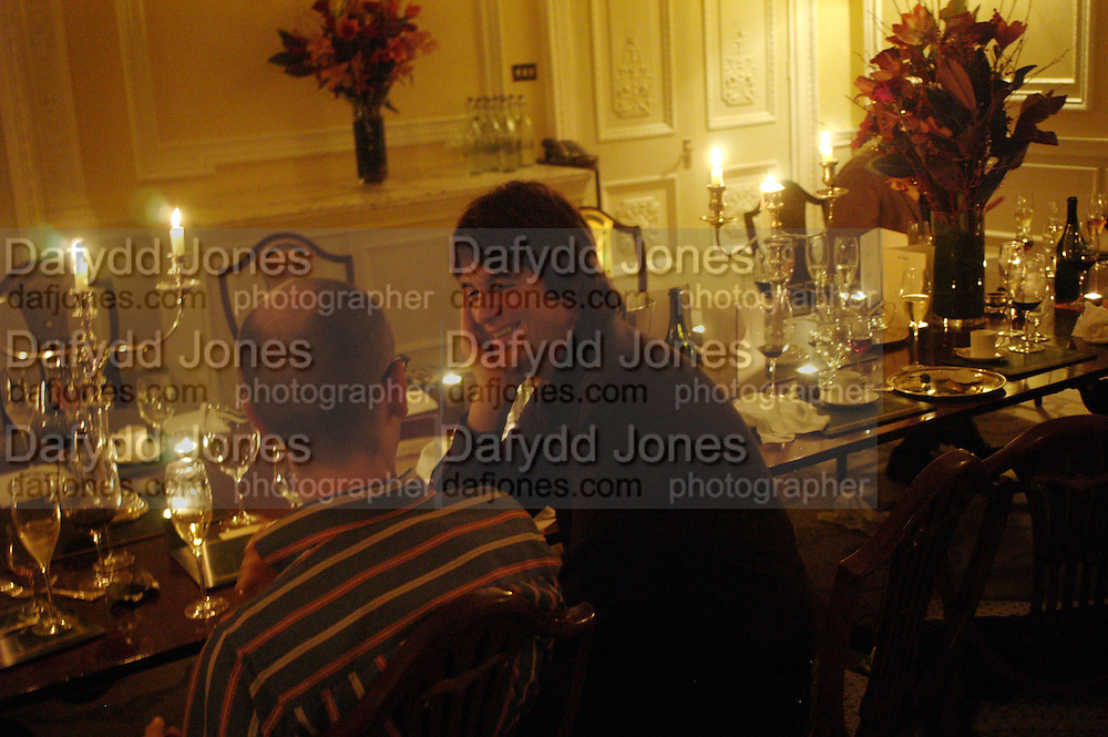 Dan Perfect. Art Review Dom Perignon Christmas dinner. Grosvenor Place. 14 December 2004. ONE TIME USE ONLY - DO NOT ARCHIVE  © Copyright Photograph by Dafydd Jones 66 Stockwell Park Rd. London SW9 0DA Tel 020 7733 0108 www.dafjones.com