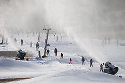 THEMENBILD - auch zum Jahresende weiterhin kein Neuschnee in Sicht. Nach dem Temperatursturz sind die Beschneiungsanlagen nun wieder voll im Einsatz. Hier im Skigebiet Grossglockner-Resort Kals Matrei sind im Vollbetrieb mehr als 200 Schneeerzeuger im Einsatz und sichern dadurch den Skibetrieb. Aufgenommen am 31. Dezember 2015 in Kals // Also at year end still no snow in sight. After the drop in temperature, the snow machines are now again fully operational. Here in the ski Grossglockner Resort Kals-Matrei are in full operation, more than 200 snow guns in use and thus ensure ski operation. Pictured on 12/31/2015 at the Grossglockner Resort Kals-Matrei, Austria. EXPA Pictures © 2015, PhotoCredit: EXPA/ Johann Groder