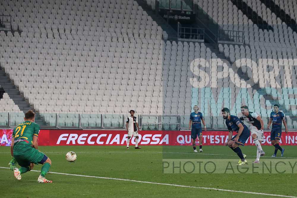 Juventus's Welsh midfielder Aaron Ramsey shoots goal wards during the Serie A match at Allianz Stadium, Turin. Picture date: 26th June 2020. Picture credit should read: Jonathan Moscrop/Sportimage
