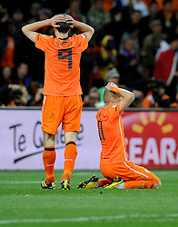 11-07-2010 VOETBAL: FIFA WK FINALE NEDERLAND - SPANJE: JOHANNESBURG<br /> bitter enttuscht Robin van Persie und Arjen Robben nach der Finalniederlage gegen Spanien<br /> EXPA Pictures © 2010 EXPA/ InsideFoto/ Perottino - ©2010-WWW.FOTOHOOGENDOORN.NL<br /> *** ATTENTION *** FOR NETHERLANDS USE ONLY!
