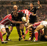 2006, Powergen Cup, Twickenham, Joe Ward, with the ball. London Wasps vs Llanelli Scarlets, ENGLAND, 09.04.2006, 2006, , © Peter Spurrier/Intersport-images.com.   [Mandatory Credit, Peter Spurier/ Intersport Images].