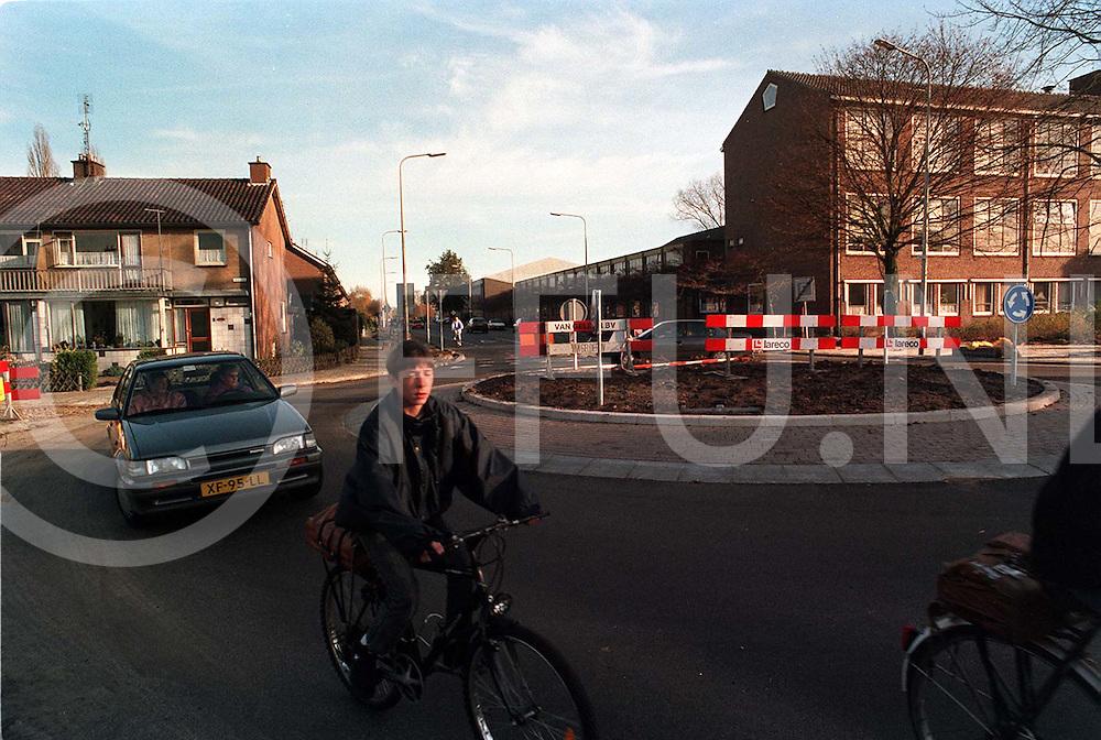 hardenberg : rotonde parkweg gereed..foto frank uijlenbroek¨1995