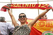 Foto di Donato Fasano .15  05  2011  Bari ( Italia ).Sport Calcio.AS Bari -  Us Lecce   TIM Serie A 2010  2011 - Stadio San Nicola Bari.Nella foto:  tifosa leccese in curva sud .