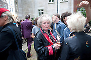 MAGGI HAMBLING, Sebastian Horsley funeral. St. James's church. St. James. London afterwards in the church garden. July 1 2010. -DO NOT ARCHIVE-© Copyright Photograph by Dafydd Jones. 248 Clapham Rd. London SW9 0PZ. Tel 0207 820 0771. www.dafjones.com.