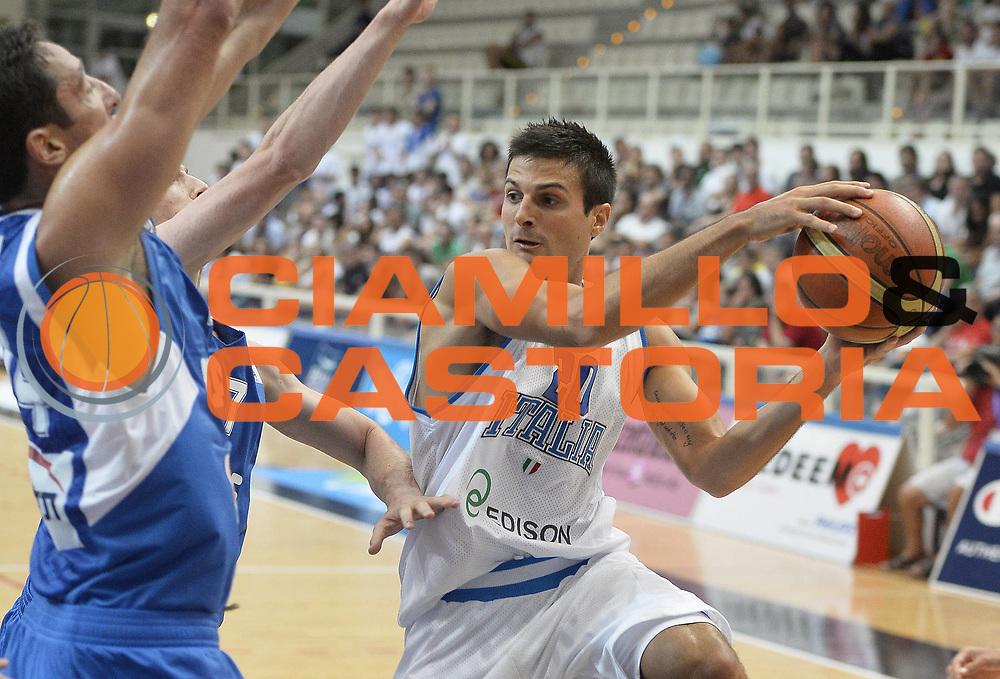DESCRIZIONE : Trentino Basket Cup Italia-Israele<br /> GIOCATORE : Andrea Cinciarini<br /> CATEGORIA : passaggio<br /> SQUADRA : Nazionale Italiana<br /> EVENTO : Trentino Basket Cup<br /> GARA : Italia-Israele<br /> DATA : 08/08/2013<br /> SPORT : Pallacanestro <br /> AUTORE : Agenzia Ciamillo-Castoria/R. Morgano<br /> Galleria : FIP nazionali 2013  <br /> Fotonotizia : Trentino basket cup Italia-Israele<br /> Predefinita :