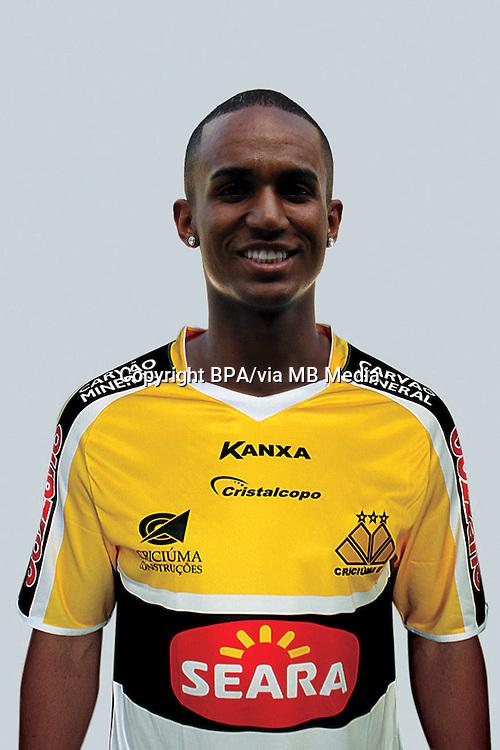 Leonardo José Aparecido Moura   ( Criciuma Esporte Clube )