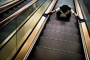 Hong Kong, China - A woman cleans an escalator inside a building in the Tsim Sha Tsui district in Hong Kong April 30, 2018Hong Kong, Chine - Une femme nettoie un escalier mécanique à l'intérieur d'un immeuble du quartier Tsim Sha Tsui à Hong Kong 30 avril 2018