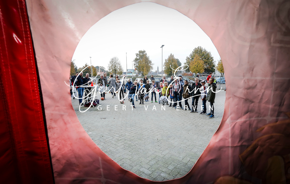 26-10-2016 VOETBAL:KINGO FANPAGE:TILBURG<br /> <br /> Foto: Geert van Erven