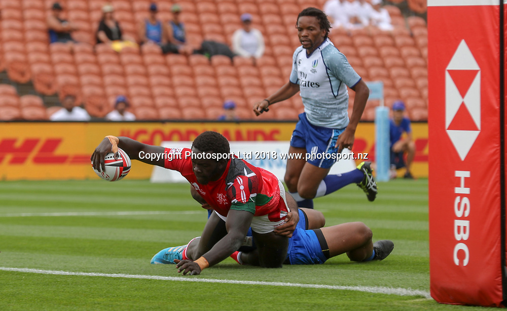 Kenya's Oscar Ouma scores against Samoa. Day 1, HSBC New Zealand Rugby Sevens, Waikato Stadium, Hamilton, New Zealand. Saturday, 3 February, 2018. Copyright photo: John Cowpland / www.photosport.nz