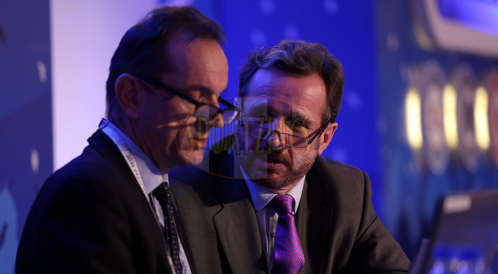 Peter from IMG and Richard Madley the Auctionier during the Pepsi IPL Player Auction held at the ITC Gardenia in Bengaluru, India on the 13th February 2014<br /> <br /> Photo by Sandeep Shetty/BCCI/SPORTZPICS