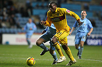 Photo: Pete Lorence.<br />Coventry City v Burnley. Coca Cola Championship. 09/12/2006.<br />Gifton Noel-Williams storms into the penalty area.