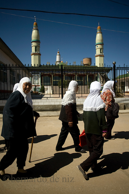 Chinese muslims women walk outside of the  Dujia Tan Mosque in northwest China's Ningxia Hui Autonomous Region, China, on Thursday, September. 11, 2008. The islam is the second biggest religion in China, where there are between 20 and 30 millions of muslims.