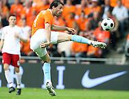 29-05-2008: Voetbal: Nederland-Denemarken: Eindhoven <br /> Ruud van Nistelrooy wipt de bal over de doelman<br /> Foto: Geert van Erven