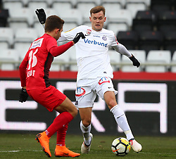 24.02.2018, BSFZ Arena, Maria Enzersdorf, AUT, 1. FBL, FC Flyeralarm Admira vs FK Austria Wien, 24. Runde, im Bild Jonathan Scherzer (FC Flyeralarm Admira) und Stefan Stangl (FK Austria Wien) // during Austrian Bundesliga Football 24nd round match between FC Flyeralarm Admira vs FK Austria Wien at the BSFZ Arena, Maria Enzersdorf, Austria on 2018/02/24. EXPA Pictures © 2018, PhotoCredit: EXPA/ Thomas Haumer