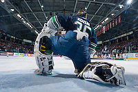 KELOWNA, CANADA - APRIL 5: Taran Kozun #35 of the Seattle Thunderbirds stretches in net against the Kelowna Rockets on April 5, 2014 during Game 2 of the second round of WHL Playoffs at Prospera Place in Kelowna, British Columbia, Canada.   (Photo by Marissa Baecker/Getty Images)  *** Local Caption *** Taran Kozun;