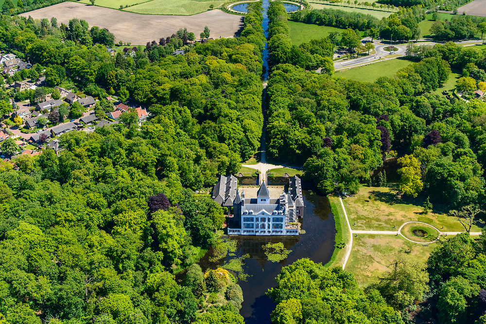 Nederland, Gelderland, Gemeente Renswoude, 13-05-2019; Kasteel Renswoude, historisch monument (vroeger ridderhofstad Borchwal) gelegen op gelijknamig landgoed.<br /> Renswoude Castle, historic monument (formerly Knight's Court town of Borchwal) located on an estate of the same name.<br /> <br /> luchtfoto (toeslag op standard tarieven);<br /> aerial photo (additional fee required);<br /> copyright foto/photo Siebe Swart