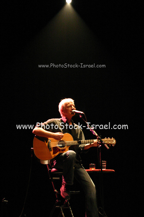 Shalom Hanoch live on Stage