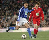 Fotball<br /> Veldedighetskamp for ofrene etter tsunamien i Asia<br /> Football for hope<br /> 15. februar 2005<br /> Nou Camp - Barcelona<br /> Foto: Digitalsport<br /> NORWAY ONLY<br /> THIERRY HENRY (CHE) / JI SUNG PARK (RON)