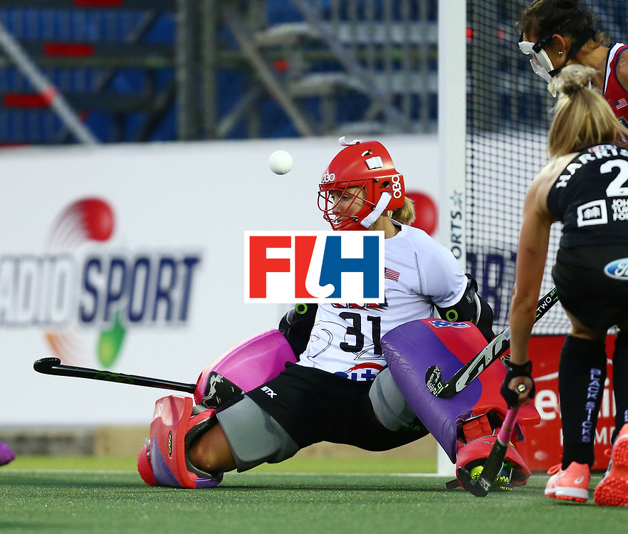 New Zealand, Auckland - 20/11/17  <br /> Sentinel Homes Women&rsquo;s Hockey World League Final<br /> Harbour Hockey Stadium<br /> Copyrigth: Worldsportpics, Rodrigo Jaramillo<br /> Match ID: 10300 - NZL vs USA<br /> Photo: (31) BRIGGS Jackie (GK) against (2) HARRISON Samantha