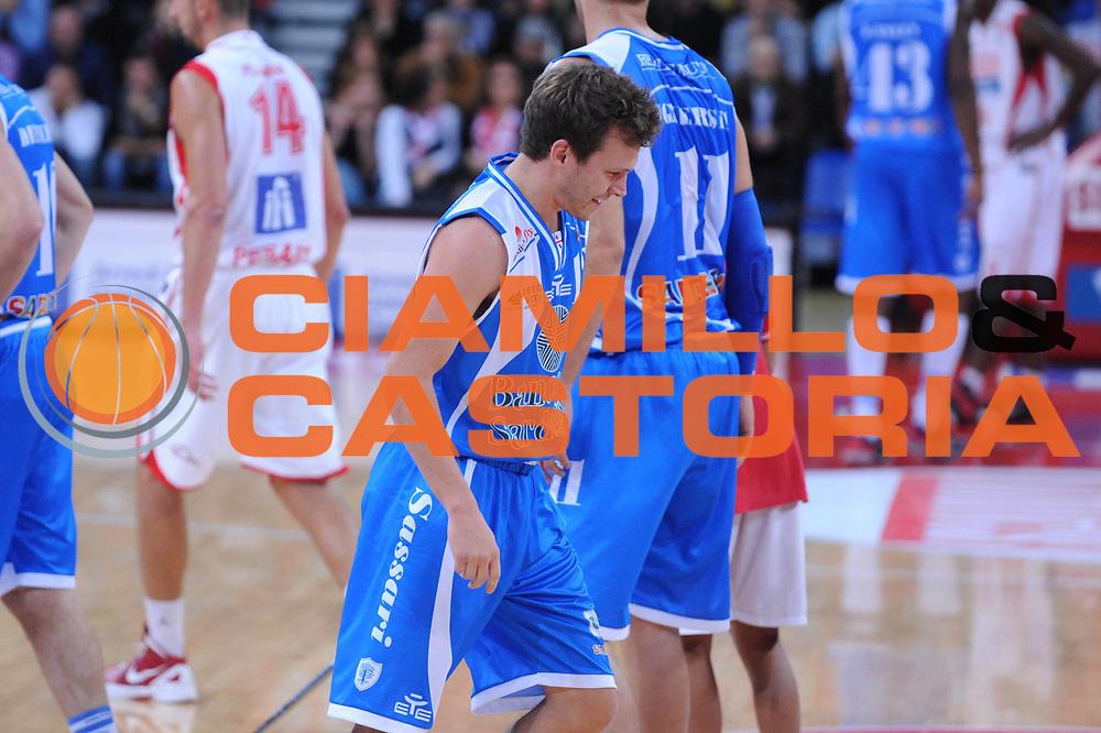 DESCRIZIONE : Pesaro Lega A 2012-13 Scavolini Banca Marche Pesaro Banco di Sardegna Sassari<br /> GIOCATORE : Travis Diener<br /> CATEGORIA : delusione<br /> SQUADRA : Banco di Sardegna Sassari<br /> EVENTO : Campionato Lega A 2012-2013 <br /> GARA : Scavolini Banca Marche Pesaro Banco di Sardegna Sassari<br /> DATA : 28/10/2012<br /> SPORT : Pallacanestro <br /> AUTORE : Agenzia Ciamillo-Castoria/M.Marchi<br /> Galleria : Lega Basket A 2012-2013  <br /> Fotonotizia : Pesaro Lega A 2012-13 Scavolini Banca Marche Pesaro Banco di Sardegna Sassari