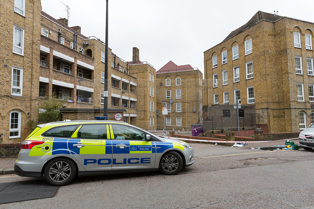 © Licensed to London News Pictures. 29/04/2017. London, UK. Police at the crime scene cordon in Green Bank, Wapping, east London. At approximately 23.15 hours on Saturday 28th April Tower Hamlets police were called to an incident at Chancellor House, Green Bank, Wapping, E1W. A male in his mid twenties was discovered with knife wounds and was taken to the Royal London Hospital by London Ambulance Service. Photo credit: Vickie Flores/LNP