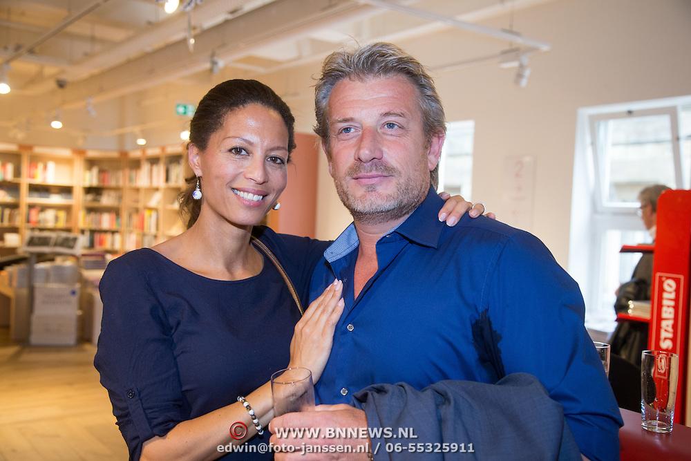 NLD/Amsterdam/20160529 , Boekpresentatie Het Groot Nederlands Knuffelboek van Gallyon van Vessem, Maureen du Toit en partner Danny de Vries